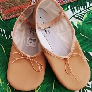 NWT Ballet Slippers size 4